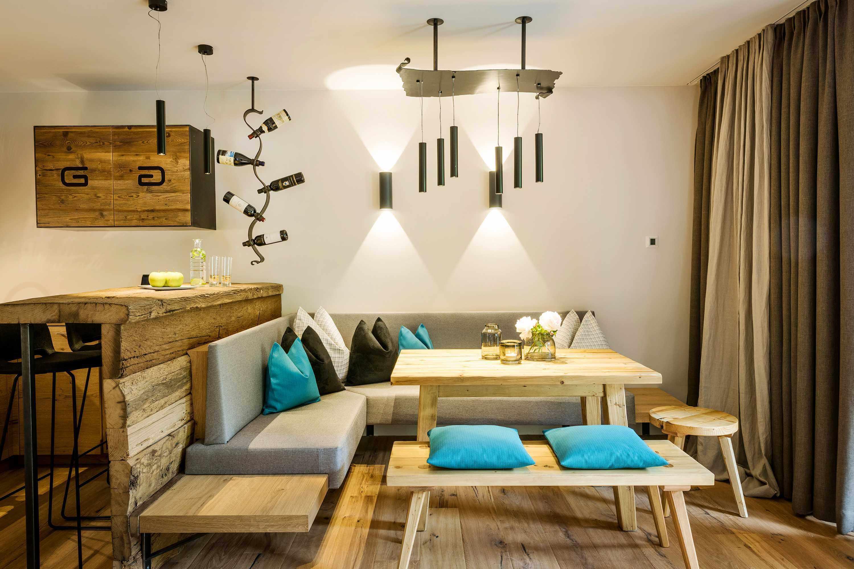 Großzügier Wohn-Schlafbereich auf 60 m² mit Effektfeuer