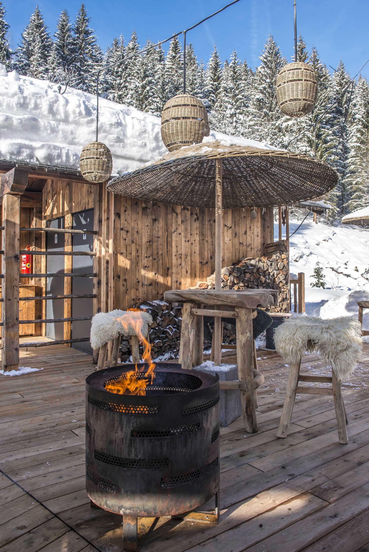Wärmende Feuerstelle im Winter in der FEUER.BAR des Hotels DAS.GOLDBERG