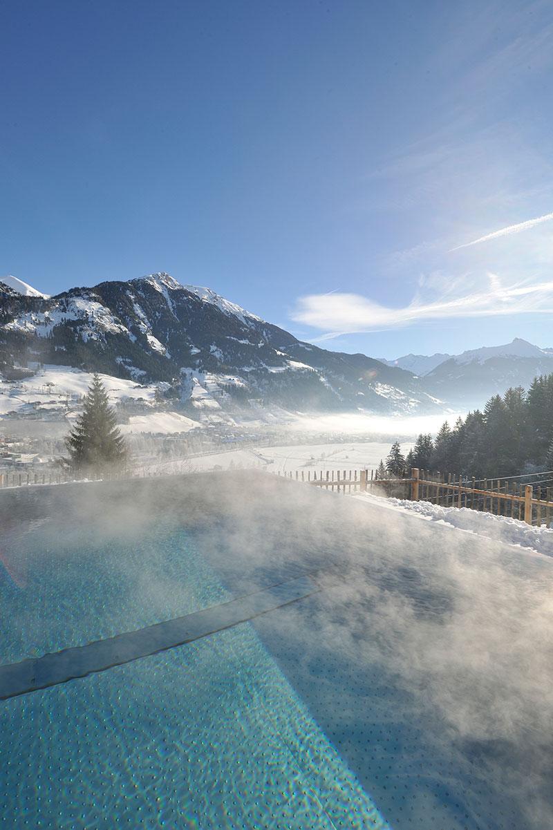 DAS.GOLDBER - Winter Infinety Pool