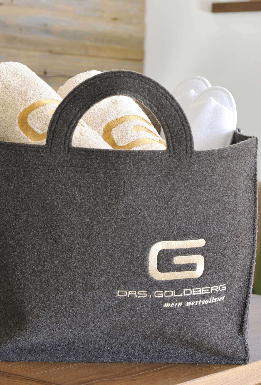 Liebevoll gepackte Wellnesstasche für Gäste des Hotels DAS.GOLDBERG im Salzburger Land